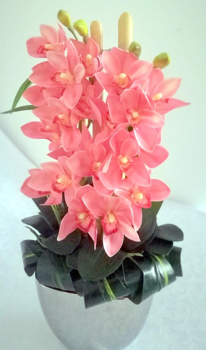 Różowa orchidea w srebrnej donicy nr. 158