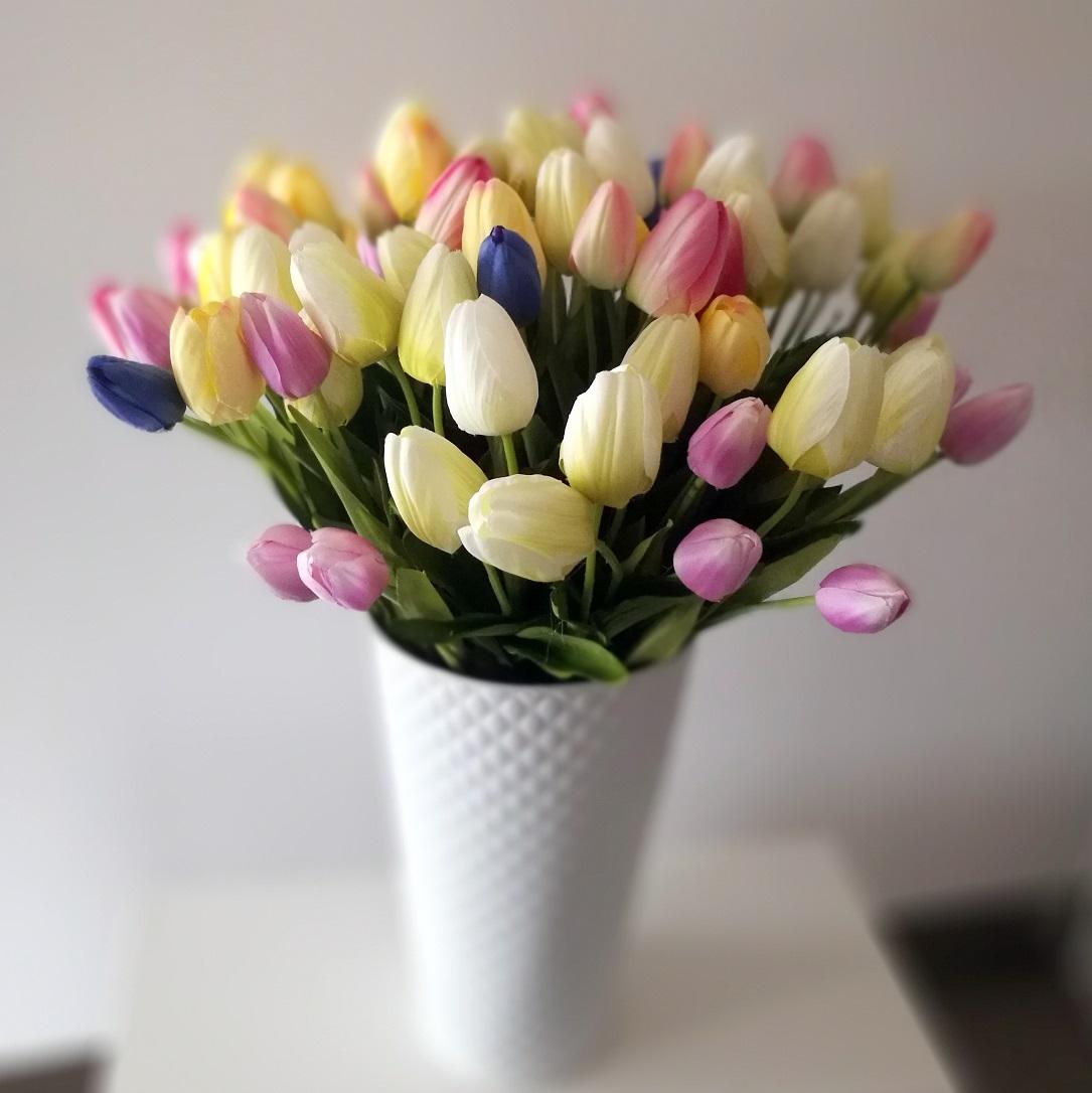 Metalowy kosz z wiosennymi tulipanami nr 185