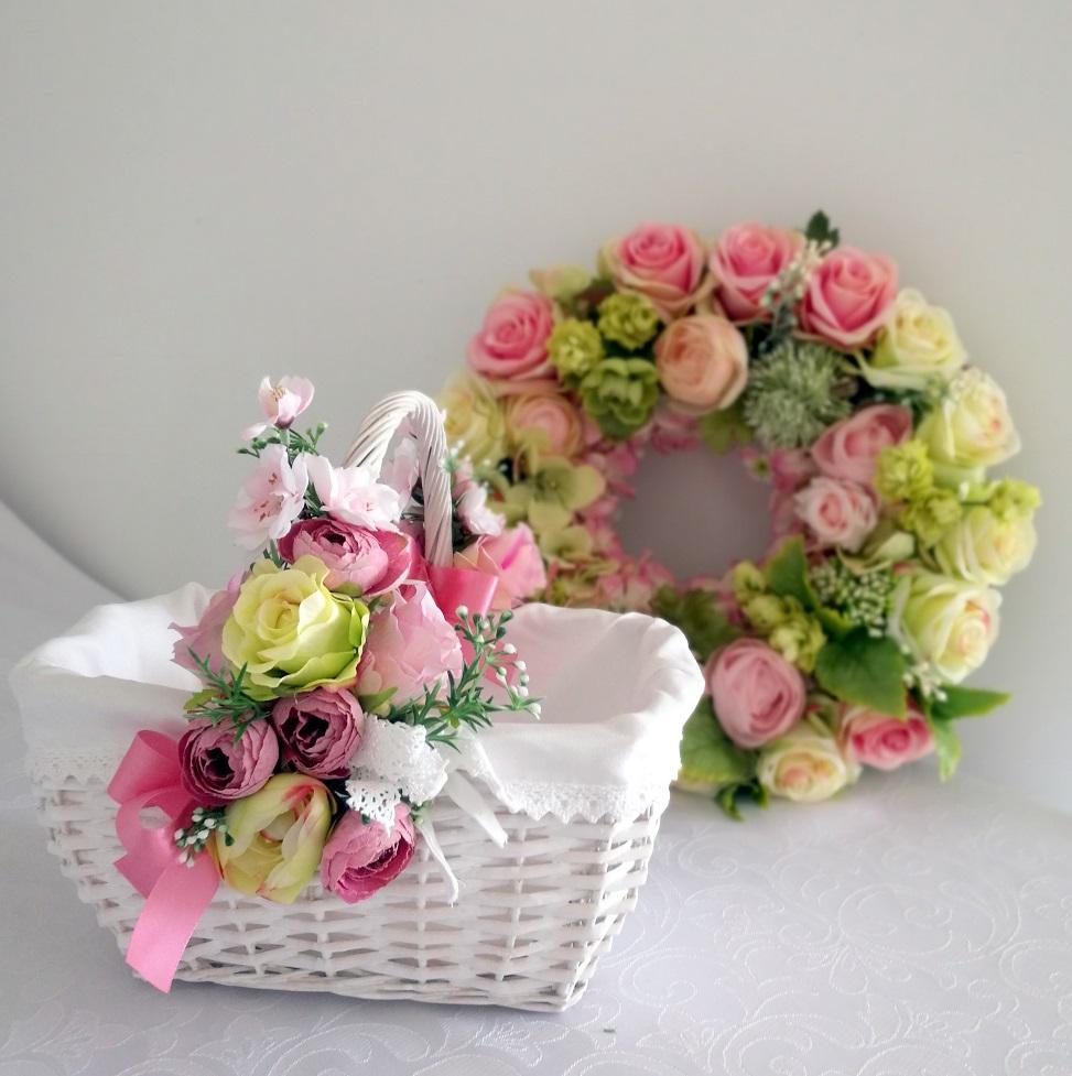 Wianek zielono-różowy z koszyczkiem