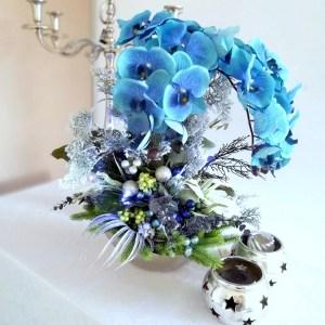 Świąteczny stroik z niebieskim storczykiem nr 243