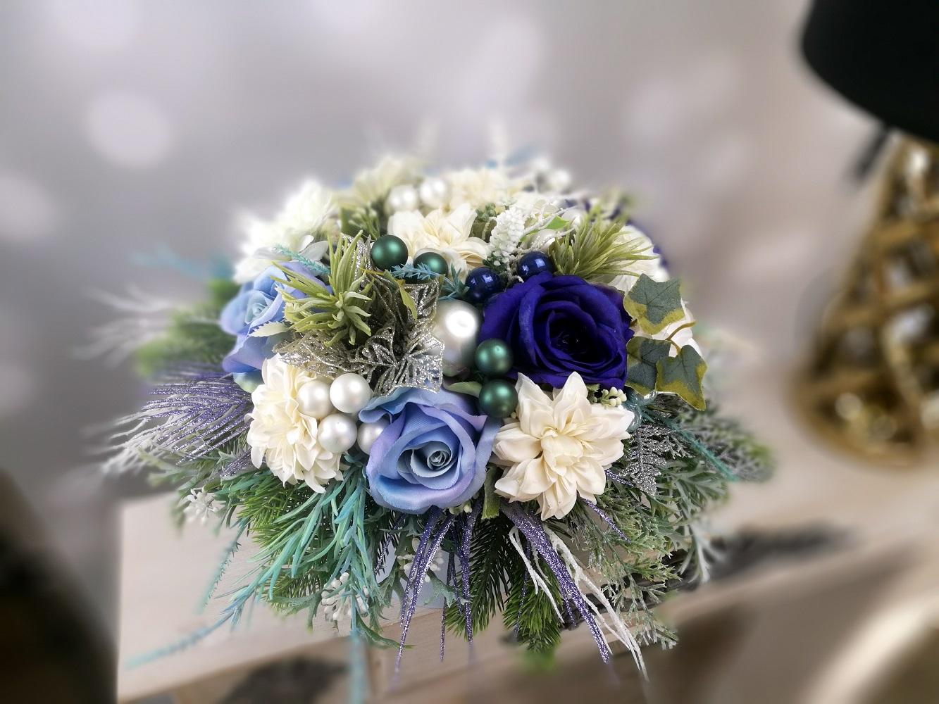 Pudełko kwiatowe na prezent W Błękicie