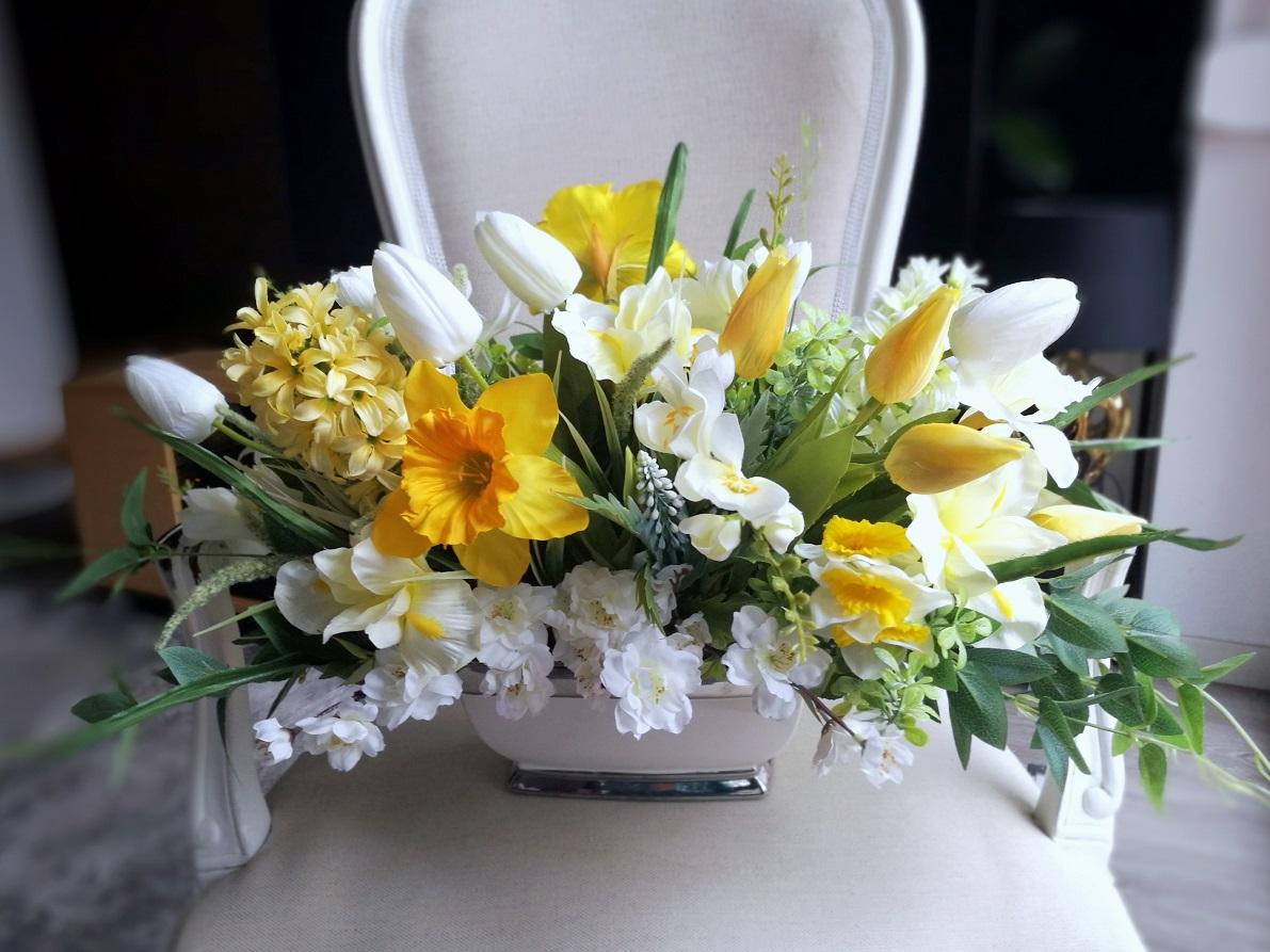 Wiosenne kwiaty w białym naczyniu nr 297