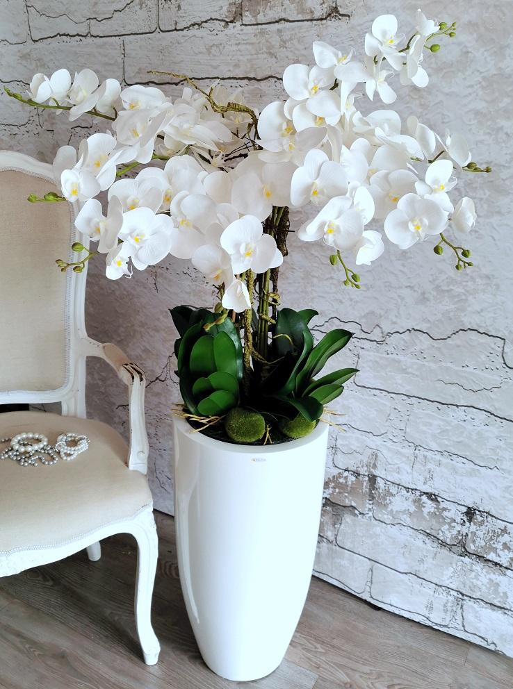 Białe storczyki w białej, lakierowanej donicy nr 335