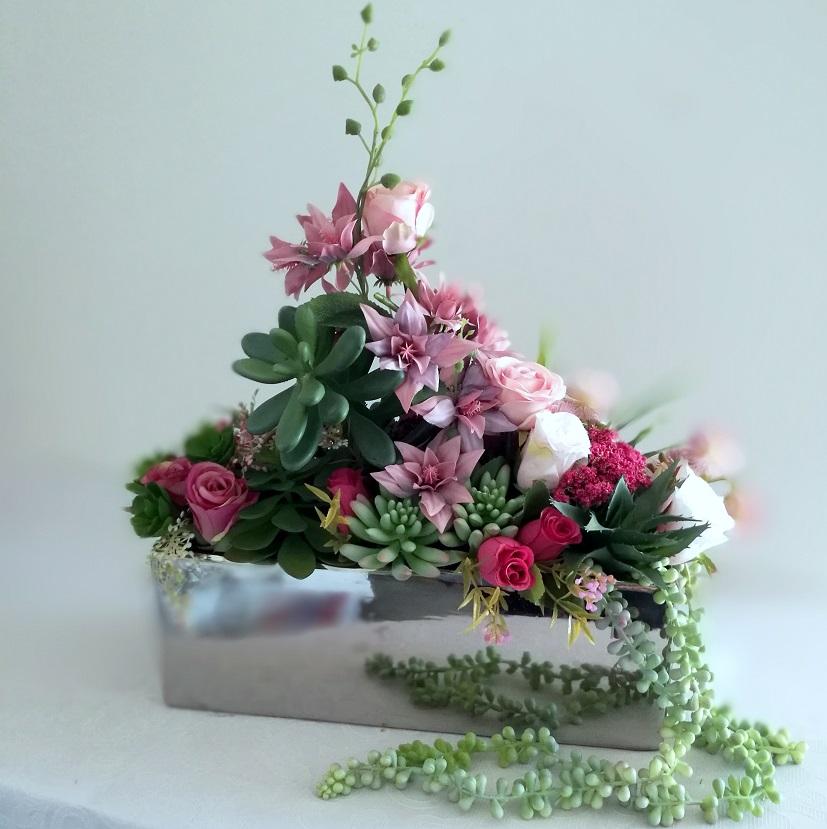 Dekoracja kwiatowa z sukulentami nr 364