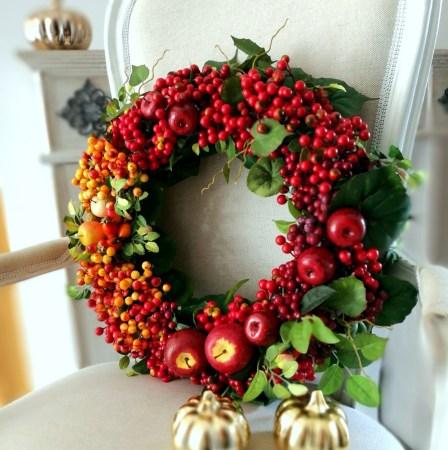 ozdoby bożonarodzeniowe w kolorze czerwonym