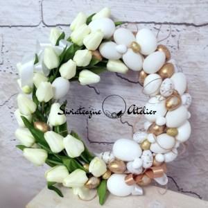 Wianek wielkanocny z białymi tulipanami nr 159