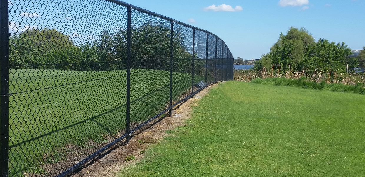 chainmesh dividing fence