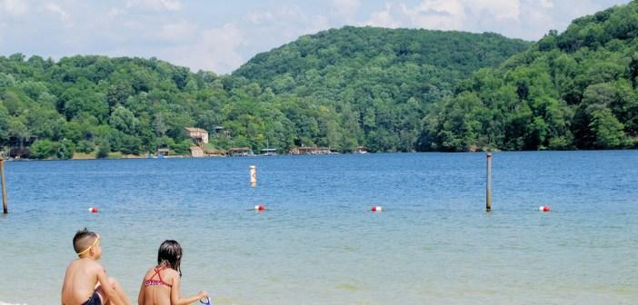16774484822_048e611629_b_kid-swimming-lake