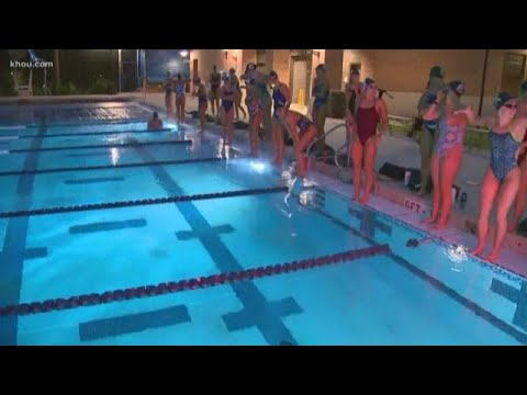Rice swimmers hit the pool despite freezing temps