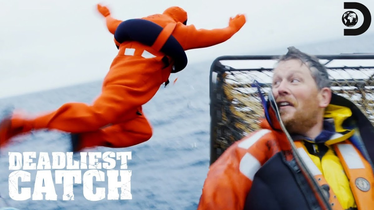 Casey's Risky Ship-to-Ship Swim | Deadliest Catch