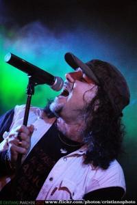 Roberto Marinelli in concerto nella foto di Cristiano Marchese