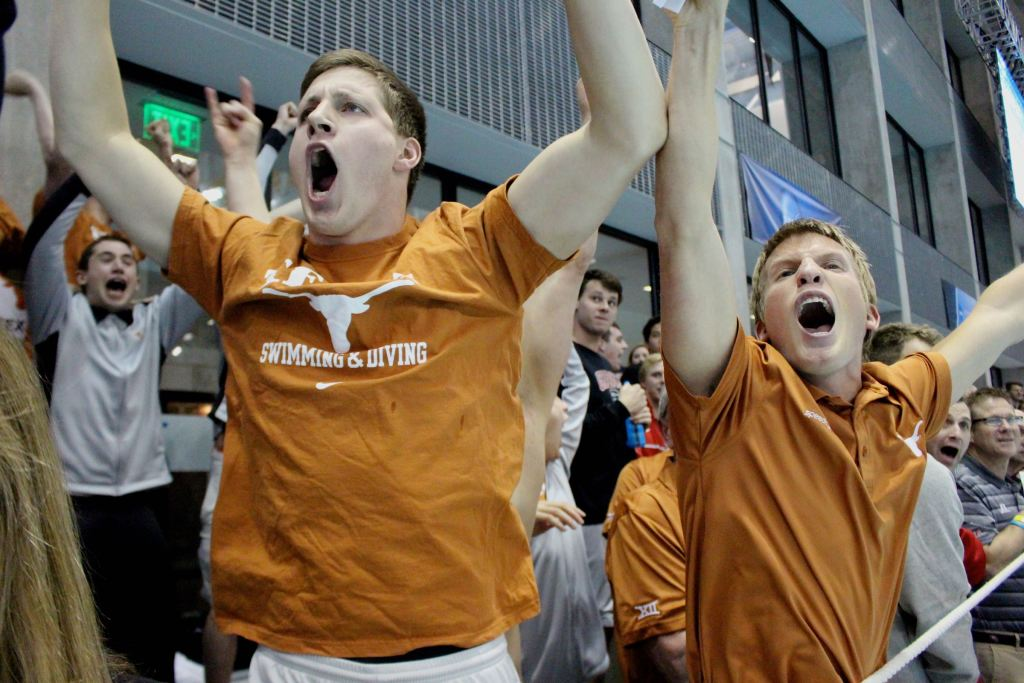 texas-celebrating-post-clark-smith-500-free-day-1-finals-2015-d1-mncaa
