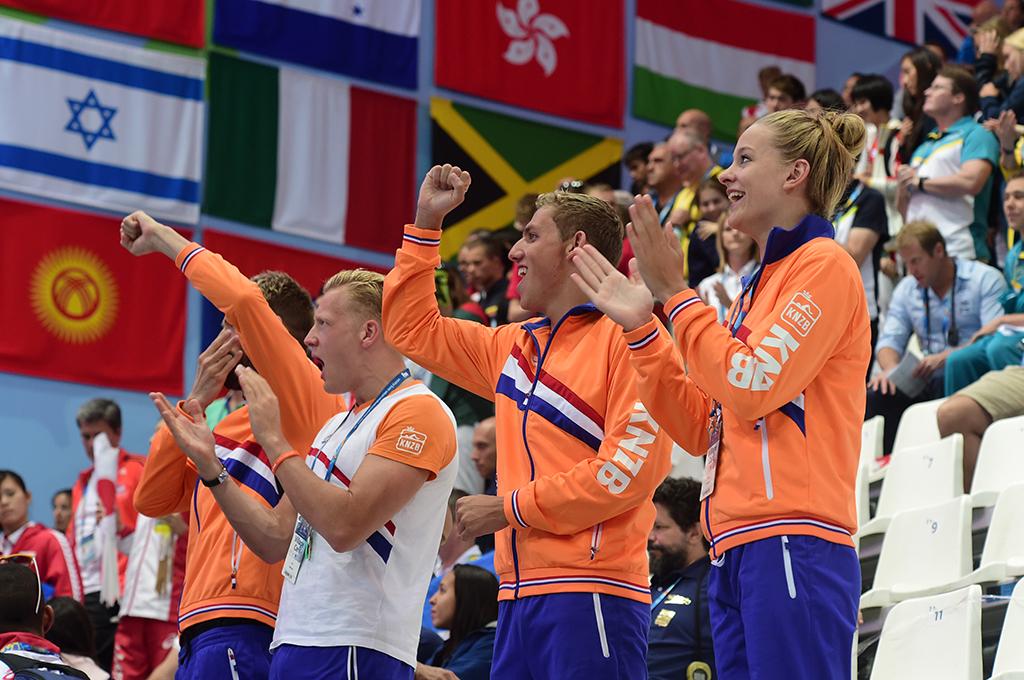 dutch-team-cheer-fina-world-championships-netherlands
