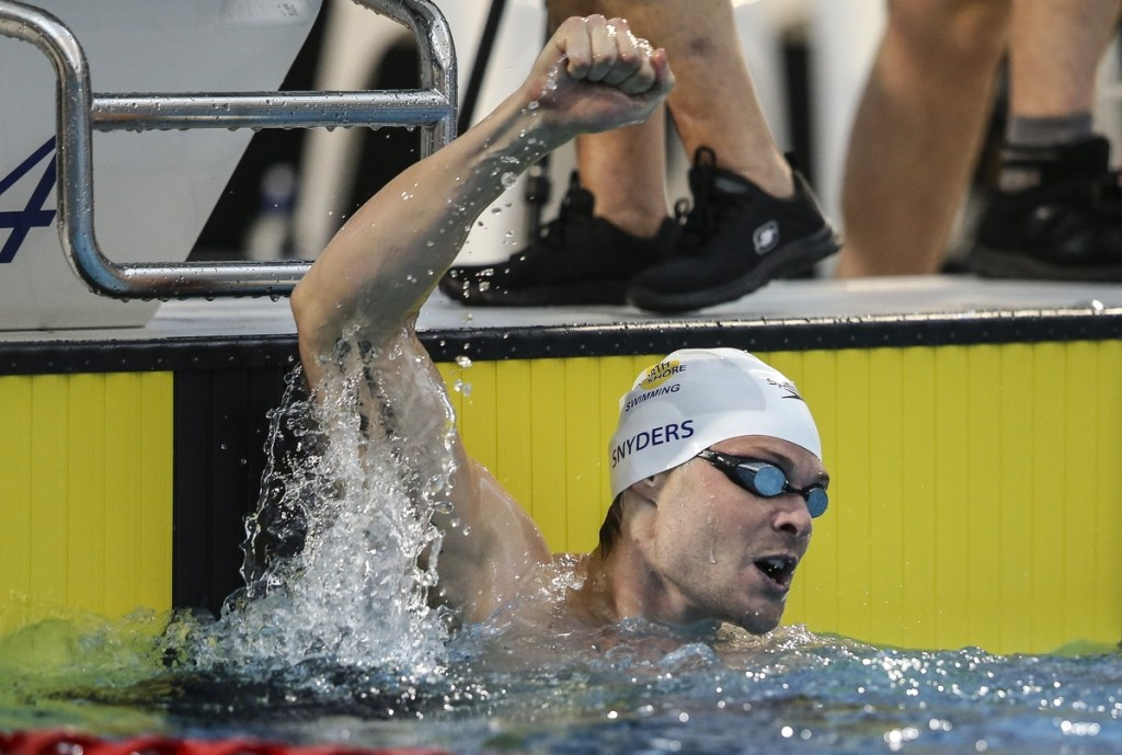 Glenn Snyders celebrates, 100m Breast Olympic qualifying swim during the New Zealand Open Swimming Championships, Owen G Glenn National Aquatic Centre, Auckland, New Zealand. Thursday 31 March 2016 Photo: Simon Watts / www.bwmedia.co.nz