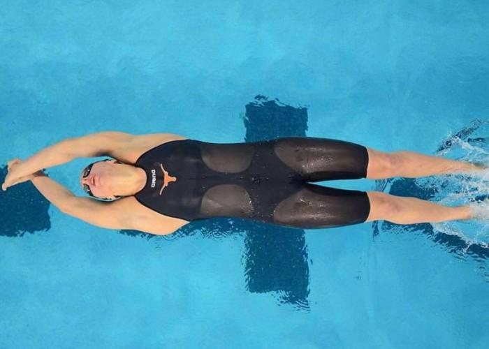 tasija-karosas-backstroke-start