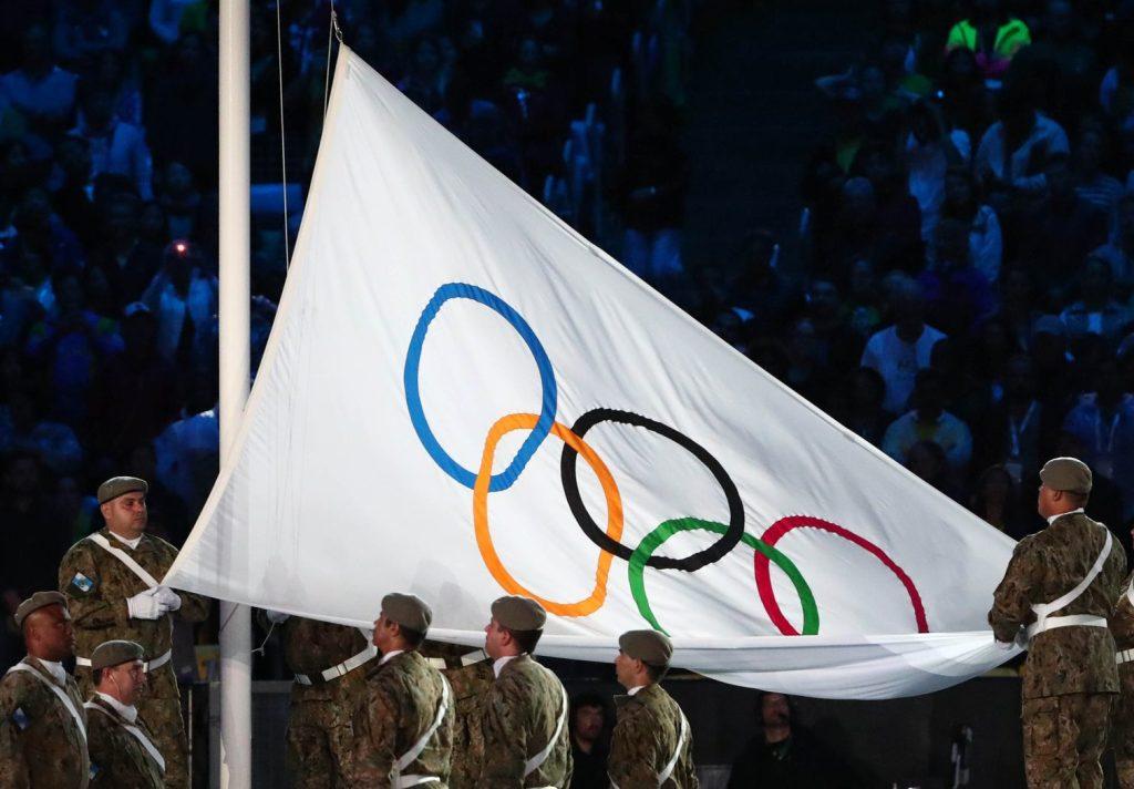 ioc-flag-closing-ceremony-rio