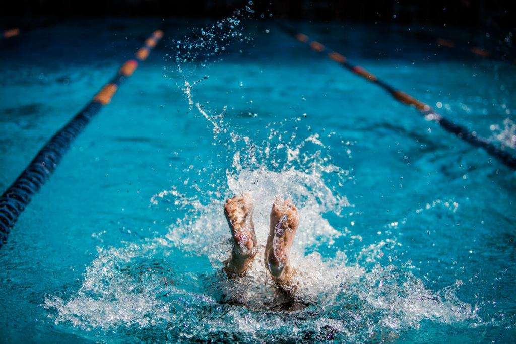 swimmer-flip-turn-feet