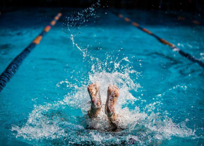 swimmer-flip-turn-feet