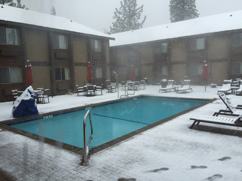 pool-in-the-snow