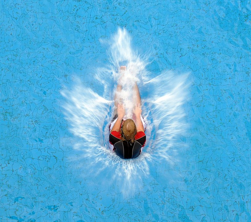 Splashdiving: A Twist on Competitive Diving That's All About the Splash -  Swimming World News