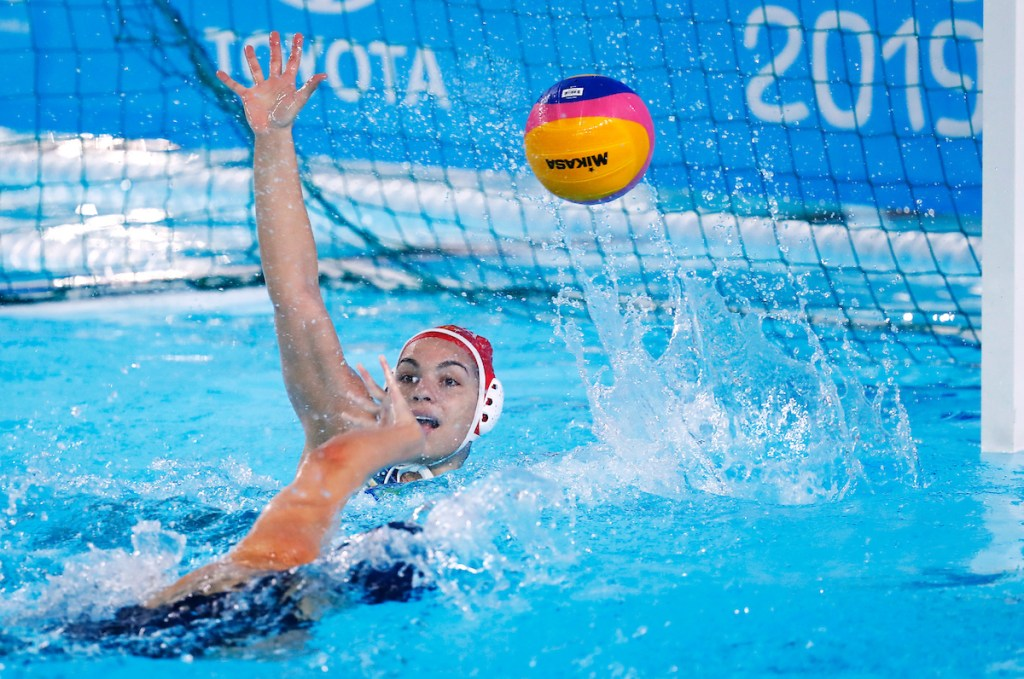 Lima, Monday, August 5, 2019 - USA 's Stephanie Haralabidis, left, scores a goal past goalkeeper Victoria Chamorro from Brazil during the Women's Preliminary Group A Water Polo match at the Polideportivo Villa Maria del Triunfo at the Pan American Games Lima 2019. Copyright Marcos Brindicci / Lima 2019 Mandatory credits: Lima 2019 ** NO SALES ** NO ARCHIVES **