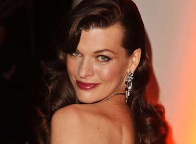 milla-jovovich-mermaid-wave