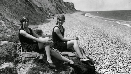 Daily Life on the Beach from the 1920s (23)