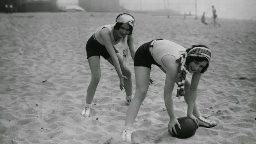 Daily Life on the Beach from the 1920s (7)