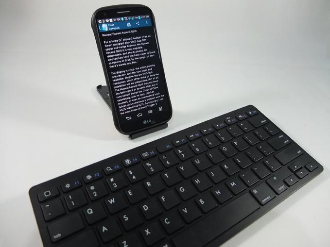 Minimalist Bluetooth Keyboard Review 02