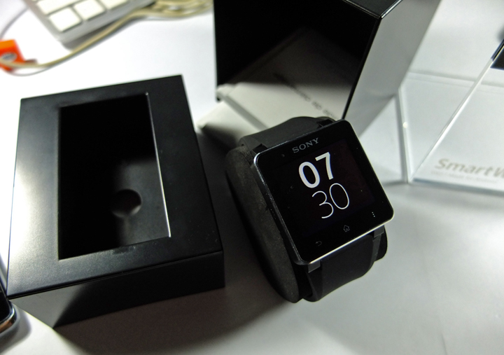 Sony-SmartWatch-2-Unboxing-02