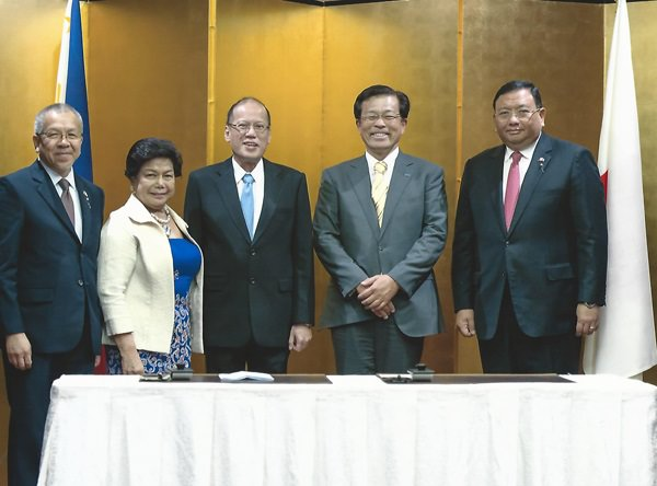 Cooperation pact. A 'cooperation' pact was signed between Brother Industries Ltd and the Philippine government, whereby the company agreed to cooperate with the latter in growing its business, while positively contributing to the country's economic growth. In photo (L-R): Philippine Secretary of Department of Trade and Industry, Gregory L. Domingo; Director General of Philippine Economic Zone Authority (PEZA), Lilia B. De Lima; President Benigno Aquino III; Brother Industries President, Terry Koike; and Secretary to the Cabinet Office, Jose Rene Almendras.
