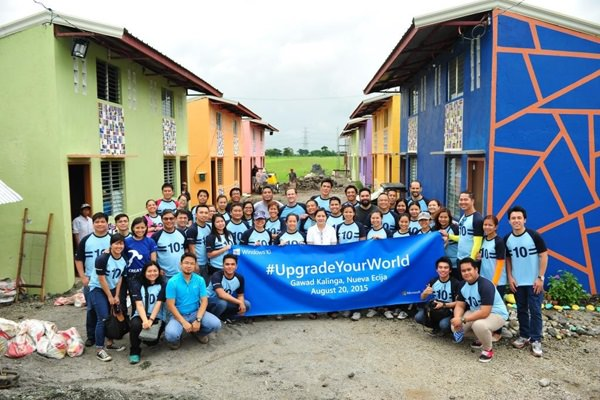 Upgrading Your World: Karrie Ilagan, General Manager for Microsoft Philippines, and Microsoft employees volunteered to join Gawad Kalinga in upgrading a community in Cabiao, Nueva Ecija. Microsoft Philippines took part in the Upgrade Your World initiative that has employees from across the globe taking a day off to make a difference at a local community.