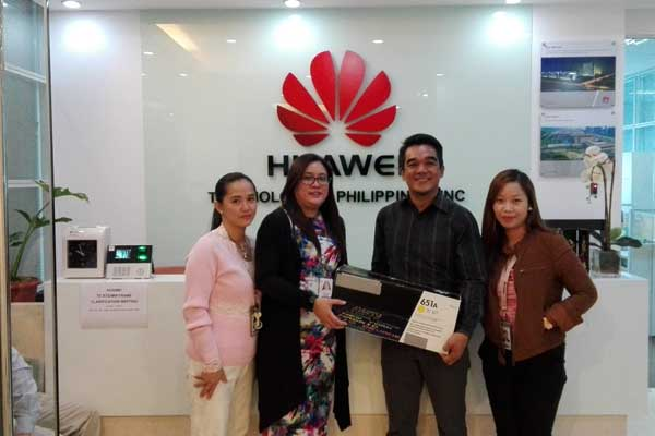 Huawei Technologies Philippines shows support for environmental sustainability through participation in Globe Telecom's Project 1 Phone. (L-R) Huawei Fixed Assets Manager Angel Fabelico, Huawei PR Manager Karenina Buenafe and Huawei Procurement Specialist Jocelyn Tesnado turns over a used toner cartridge to Patrick Erestain, Globe Corporate Social Responsibility Manager.