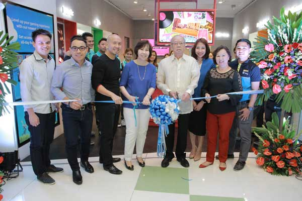 From left to right : Gino Guinto - Retail Area Head Central & North Luzon, John Velasco - Vice President for Partner Sales & Development, Jerry Lim - Premium Dealer Partner SM San Jose Del Monte Bulacan, Mr. Peping Lim, Mrs. Lun Sy, Suzette Villanueva - Retail Area Manager