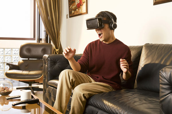 Lenovo-Virtual-Reality-Incomparable-Experience-with-the-TheaterMax