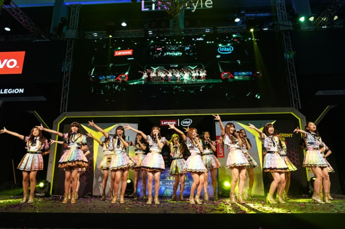 BNK48, the famous idol group in Thailand, performed a dance show to celebrate the launch of the Finale of Legion of Champions Series II