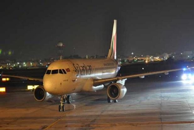 1527828326-srilankan-airlines-flights-delayed-5