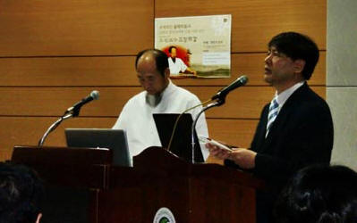 Master Shen Wu and Principal of Sungkyunkwan University's Confucius Institute, Dr. Kim Song Gi