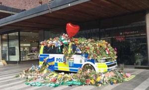En blomstrande polisbil