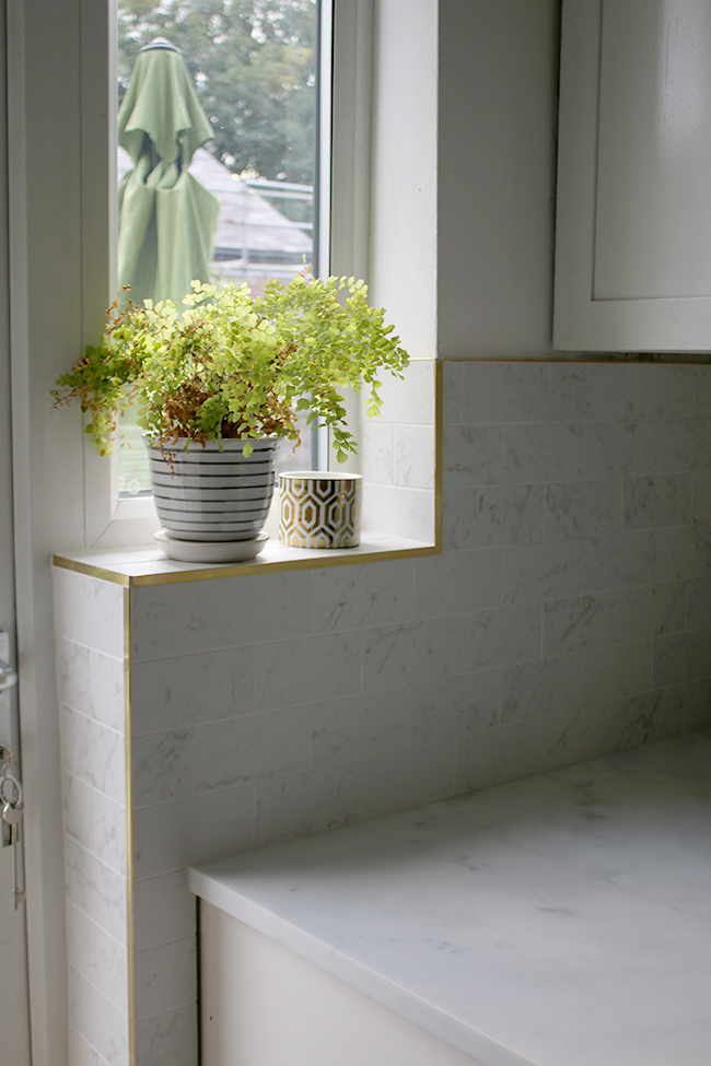 marble effect kitchen tiles and brass