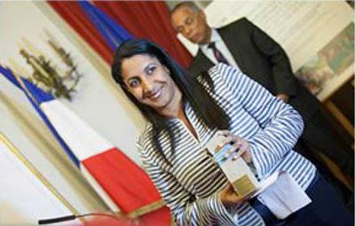 Mme Soraya lssop-Mamode, Directrice de la Réserve Nationale Marine de Ia Réunion, est venue recevoir Ia palme au nom de Fabienne Couapel-Sauret, retenue à Ia Réunion.