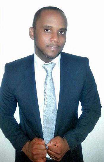 Marc G Ménard, originaire d'Haïti, est une voix reconnue du Gospel mais se prête aussi aux performances acoustiques Jazzy.