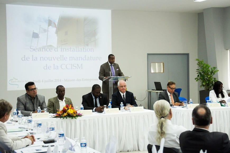 Monsieur Jean Arnell au pupitre, nouveau Président de la CCISM entouré des membres de son bureau.