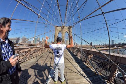 SXM-Surf-Explorer-Loic-Brooklyn-Bridge-New-York-USA
