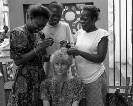 Betty Press getting her hair braided in Lome, Togo ©Betty Press