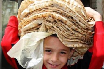 أكدت فاطمة تيري النازحة من اللاذقية أنه يتم توزيع الخبز على المخيمات يومي السبت والثلاثاء