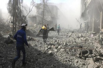 قال الائتلاف الوطني في بيان له إن مهمة اللجنة هو التحقق من الوضع على أرض الواقع، والإشراف بشكل مباشر على النازحين الفارين من جحيم القصف في الغوطة