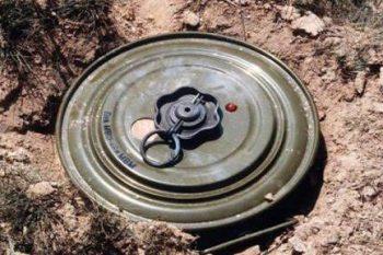 مقتل أطفال بانفجار لغم قرب مخيم للنازحين في دير الزور