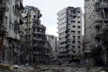 بعد تعفيش كامل المنازل.. عناصر النظام يهدمون الأسقف لسرقة الحديد في حمص