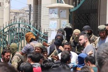 """""""هيئة تحرير الشام"""" تقتحم مخيماً في ريف إدلب وتعتقل عدداً من الأشخاص"""